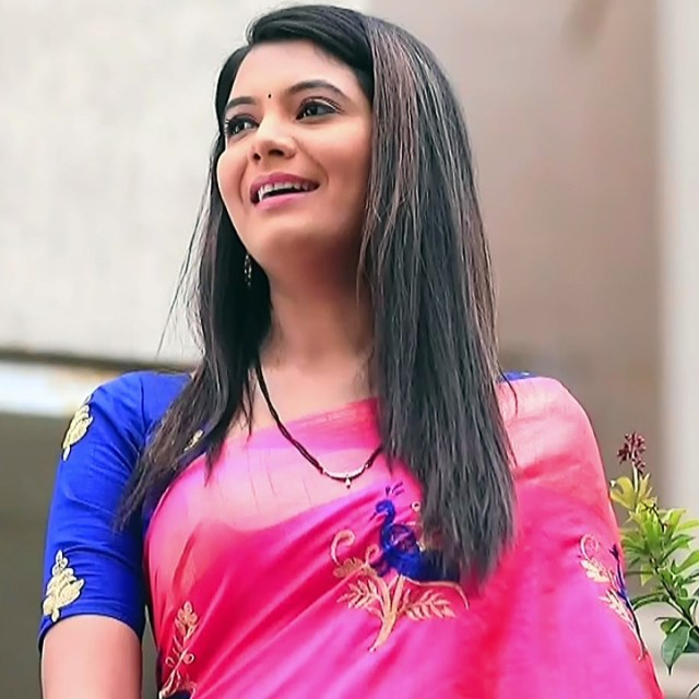 Shwetha R Prasad Kannada TV actress Radha RS1 17 Saree pics