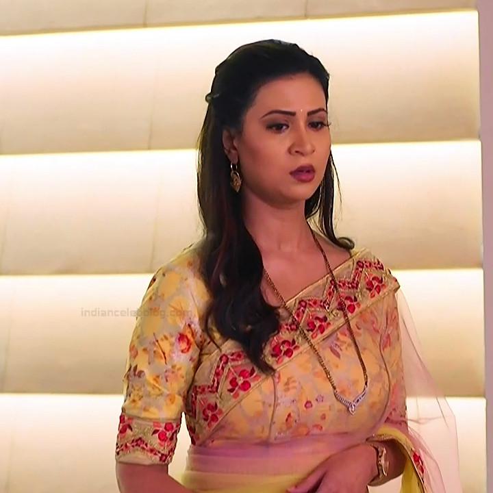 Parineeta borthakur hindi tv actress Bepannah S1 2 hot sari photo
