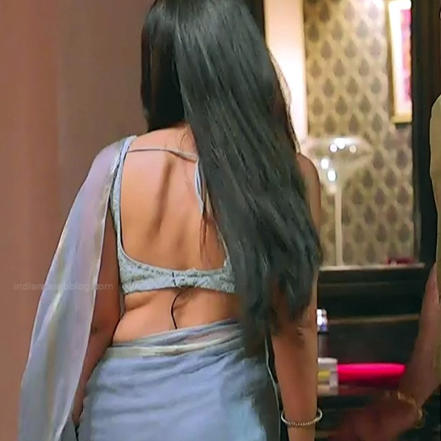 Surbhi jyoti hindi tv actress Naagin S3 1 hot saree caps