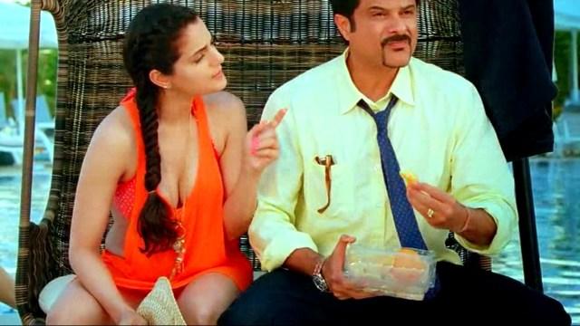 Ameesha patel Race 2 hot cleavage pic Thumb Vid 1