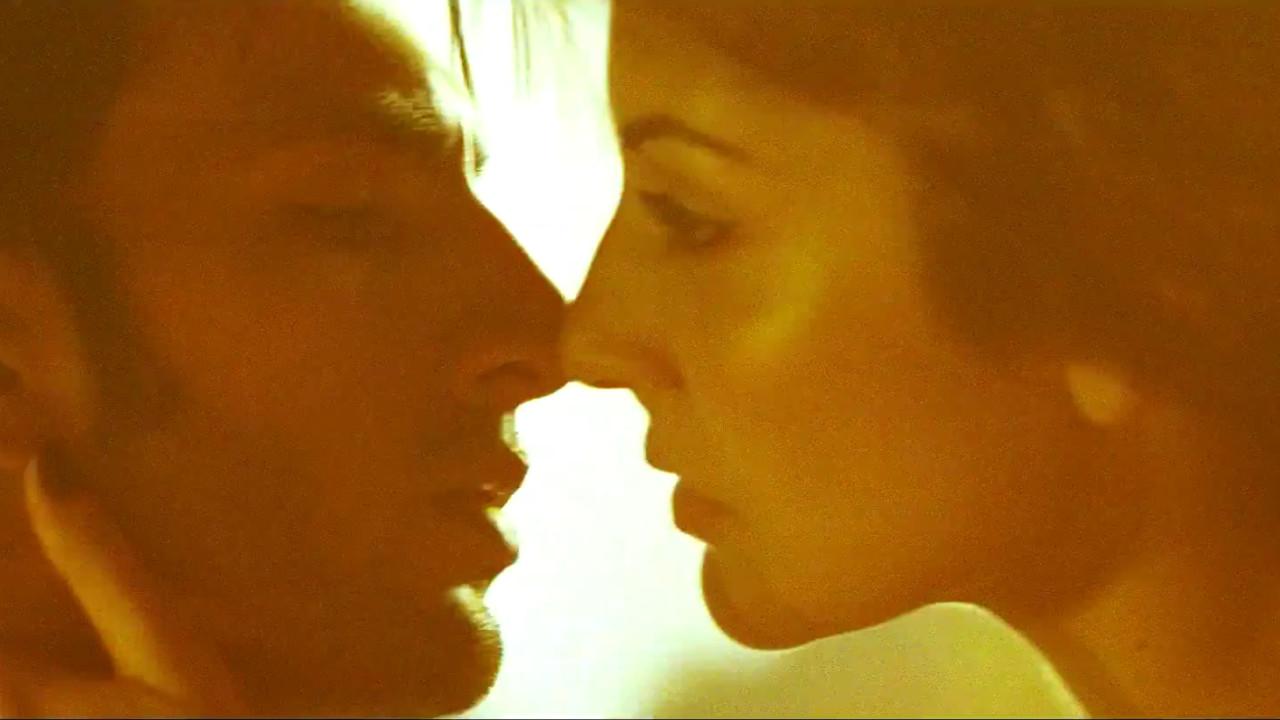Anushka Sharma Ranveer singh hot Liplock scene Video