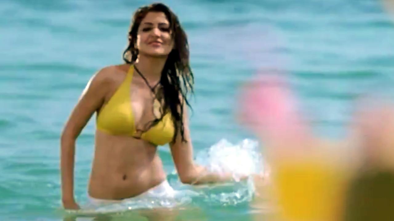 Anushka sharma bollywood actress bikini scene Video compilation