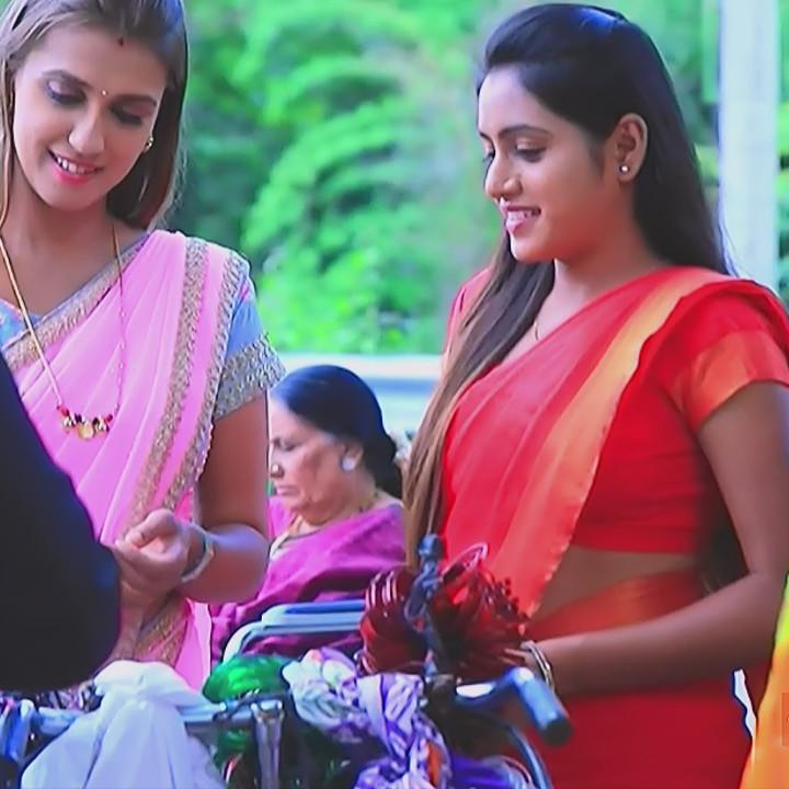 Deepika aradhya kannada TV actress Bili Hendthi S1 11 Sari pics