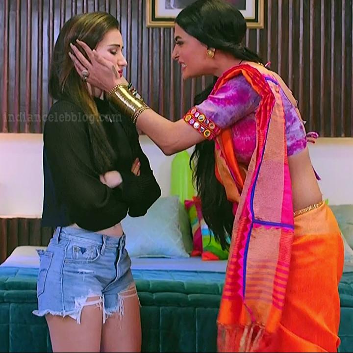 Heli daruwala hindi tv actress Naagin 3S1 12 shorts caps