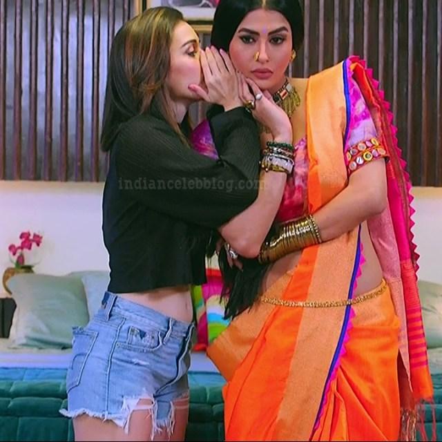 Heli daruwala hindi tv actress Naagin 3S1 13 shorts photo