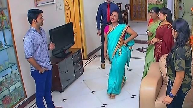 Ramya shankar Tamil TV actress Roja S1 9 Sari photo