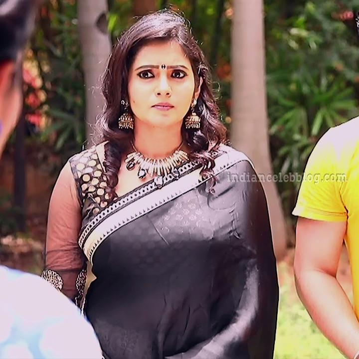 Srithika tamil TV actress KVS1 4 hot saree caps