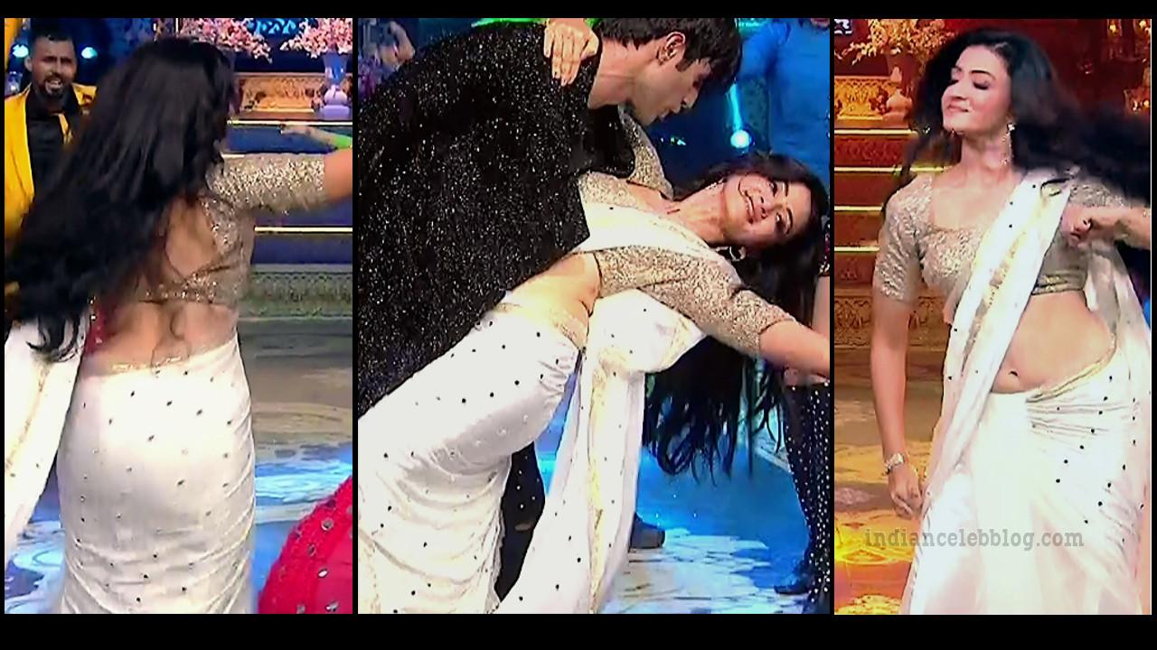 Suhasi dhami hot saree navel show Hindi tv caps
