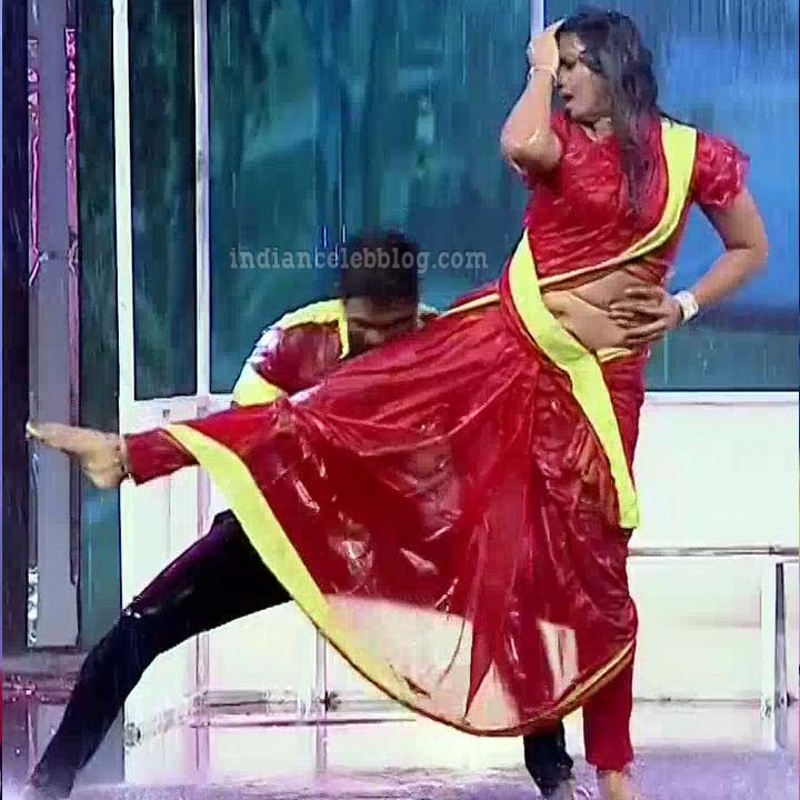 Bhavana Telugu TV anchor rangasthalam dance S1 12 hot photo