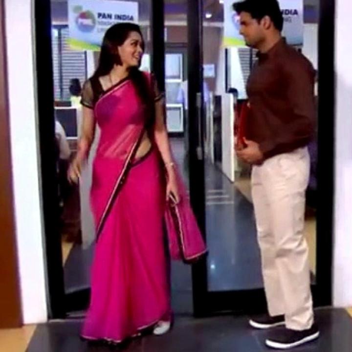 VaishnaviDhanraj_HindiTV-BetiKFS1_27a_TSaree Navel