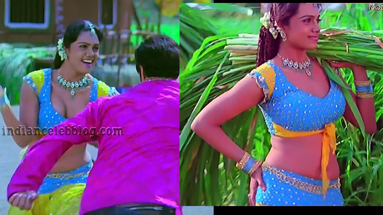 Abhinayashree Hot cleavage show caps from Simha telugu movie