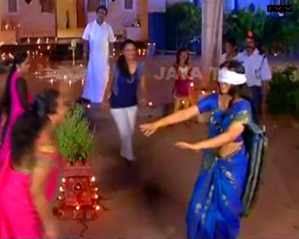 Kausalya_Tamil TV Actress-AKKA_15_Saree Navel