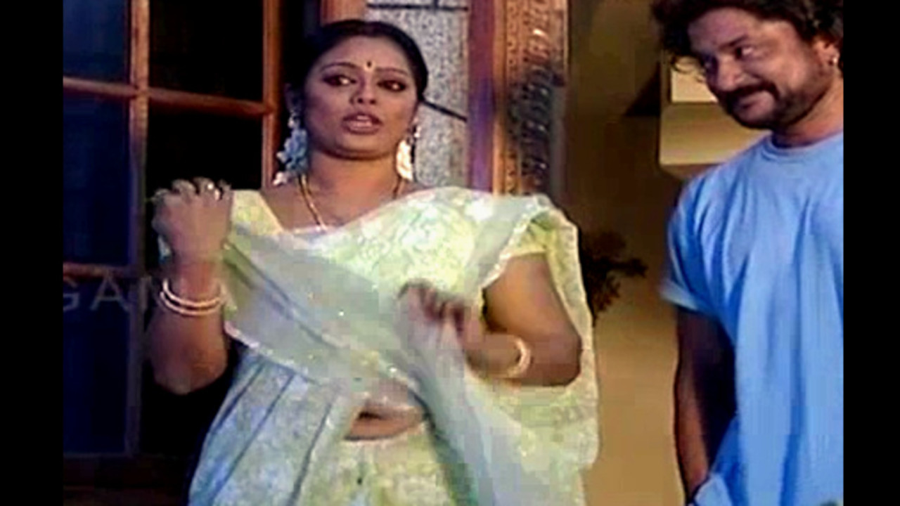 Devi priya tamil tv serial actress hot saree navel Videos
