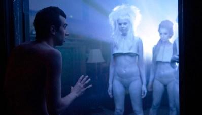 Las típicas extraterrestres sexys que aparecen para copular cuando empiezas a salir con alguien