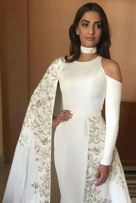 Bollywood briefs sonam kapoor juhi chawla kunal kapoor veerappan sonam kapoor spells elegance in all white ensemble thecheapjerseys Image collections