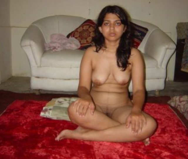 Sexy Figure Indian College Girl Captured Naked