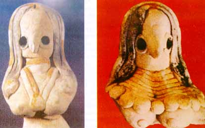 Nausharo, Baluchistan: Female figurines with vermilion at the parting of the hair, c. 2800 BCE.