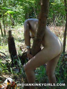Indian girls ass showing