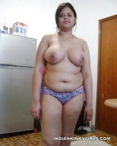 r3topless indian model