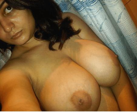 Super Hot Pune Aunty Nude Exposing Sexy Big Boobs