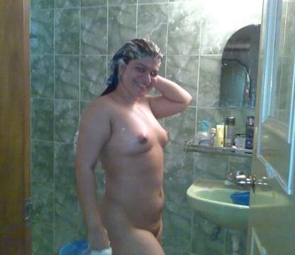 Horny Desi Bhabhi Pussy Fucked Nude Exposing Milky Boobs & Ass