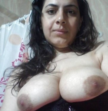 Muslim Wife Taking Selfies Showing Sexy Boobs And Ass