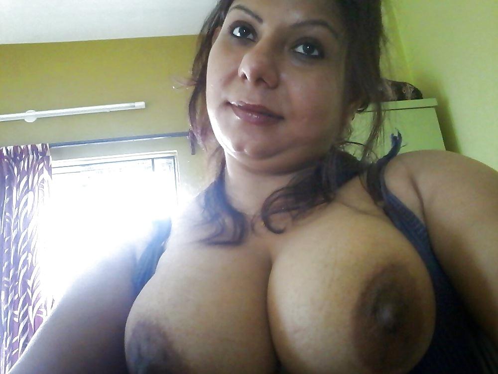 Big Tits Desi Wife Taking Topless Selfies Leaked-4939