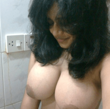 Sexy University girl Nude Exposing Big Boobs Hot