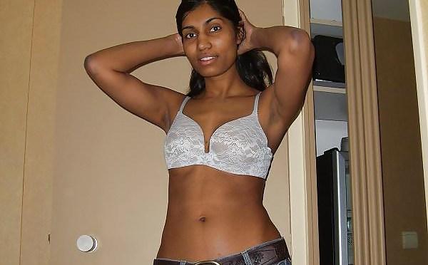 Sexy Indian Girl Seducing Boyfriend On Vacation Nude