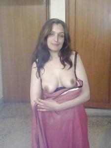 indian wife boobs