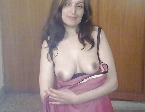 Shy Wife Showing Sexy Mamme and Choot to Lover