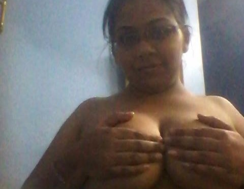 Kerala Desi Wife Taking Sexy Selfies Showing Milky Boobs