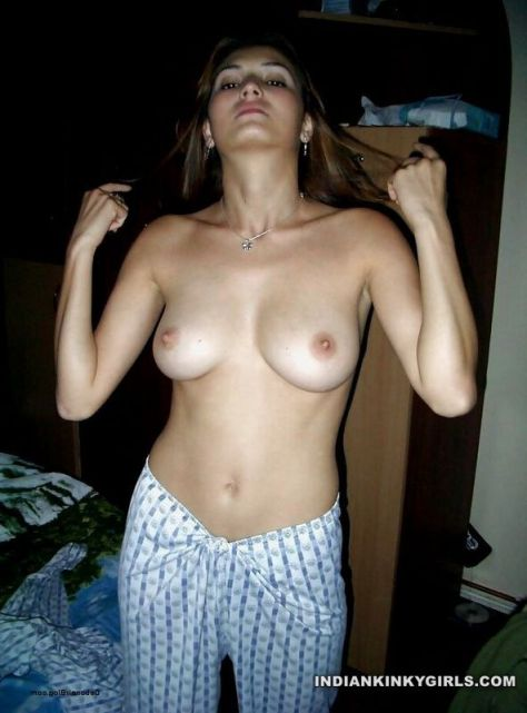beautiful heena topless 004