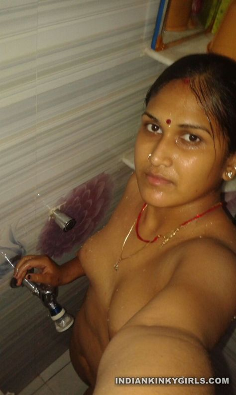 indian marathi housewife naked shower selfies leaked 004