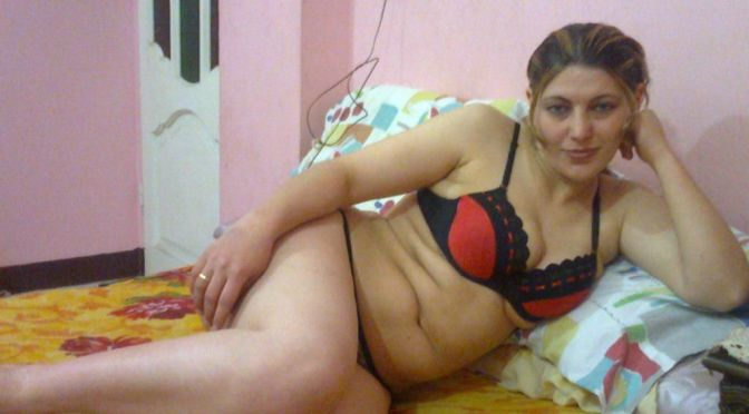 Kashmiri Pandit Bhabhi Super Hot Sexy Photos
