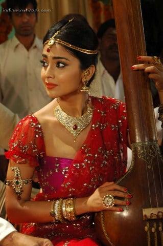 Cute-Shriya-stills-from-Chandra-Movie-1