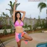 Indian house wife nude images indian bhabhi nude in Bikini 1