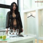 काली ब्रा और चड्डी में लड़की के नंगे और सेक्सी फोटो big tits brunette Laura Cattay Solo indoor fingering