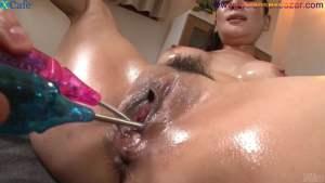 चूत में पेजकस और औजार गुसेड़ते हुए नंगे फोटो Full HD Nude Porn Images Masturbates with sex toys Japanese hottie with oiled body Rei Kitajima gets her holes toyed Full HD Porn (20)