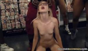 स्कूल की लड़कियों को जबरदस्ती काला मोटा लंड चुसाते हुए नंगे फोटो Naughty school girl Sucking black cock Alexa Grace sucks BBC's (5)