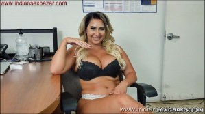Big Boobs Girl Giving Handjob XXX Pic Curvy big tits lady Nina Kayy giving handjob Showing Big Boobs nude pic00004