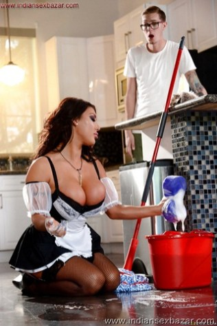 Big Boobs Maid Gives Blowjob To Owner Maid Boobs and Huge Tits Pics at Boobs Girls Dark haired maid August Taylor having oral sex with man of household (1)