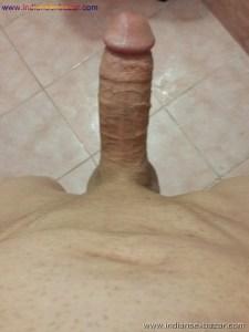 लंड को टांगो के बीच फ़साये हुए लंड राज के फोटो King Of Dick लिंग के नंगे फोटो (7)