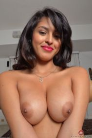 Nude Selfie of Indian Busty Boobs College Girls Hot photos Pictures XXX Girls Selfie pic download watch online (3)