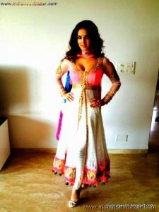 Indian Pornstar Sunny Leone Celebrating Holi See Her Big Boobs VERY SEXY PIC (3)