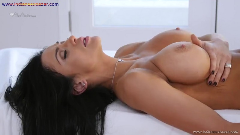Full HD Porn Big Tite Juicy Boobs Sucking Of Pornstar Athletics Audrey Bitoni Full HD Porn Video And XX Pic Free Download (5)