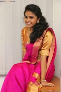 Sexy Indian Bhabhi In Saree Blouse Very Hot And Sexy Striping Saree Photos (9)