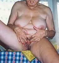 दादी चुपचाप चूत चुदवाती रहीं मेरे लंड से रात में हिंदी सेक्स स्टोरी