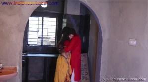 मेरे बहु बेटे अकेले में रोमांस करते हुए फोटो Indian Sex Scandals (2)