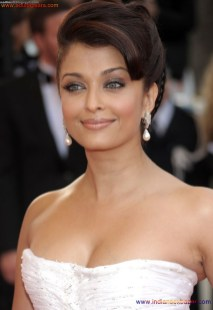 Naked Photo And Video Aishwarya Rai Real Big Milky Boobs Showing From Clothes (15)
